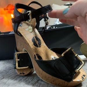 Juicy Couture ladies SZ 8.5 chunky heel shoe